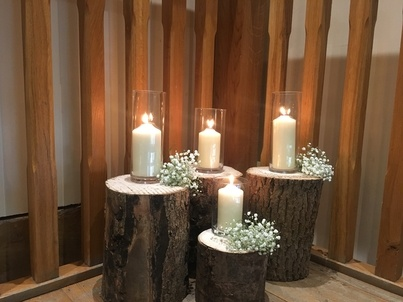 Wood Stump & Cylinder Vases Decor – Wedding Venue Styling- Sophia's Final Touch